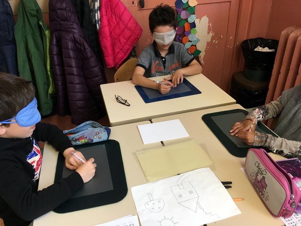 3 enfants et dessin